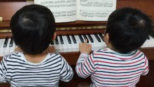 船橋市海神西船橋ピアノ教室でオーダーメイド個人レッスン実施中。レッスンに夢中な4歳児