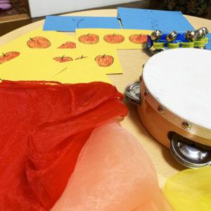 船橋市海神ピアノ教室での個人レッスンでオーダーメイドレッスンを4歳児に実施中の写真。西船橋ピアノ教室